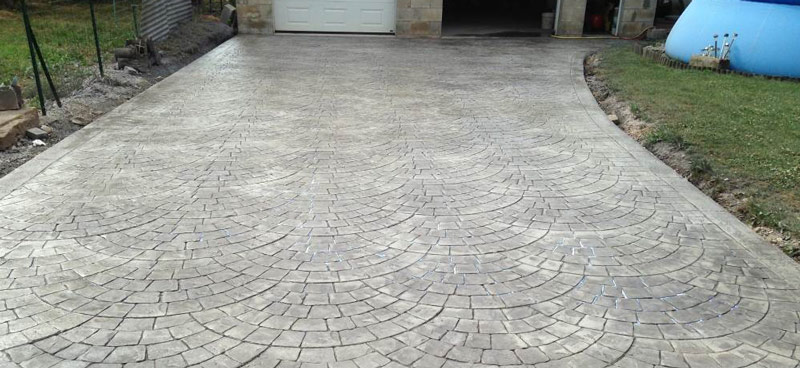 alee acces auto in beton amprentat
