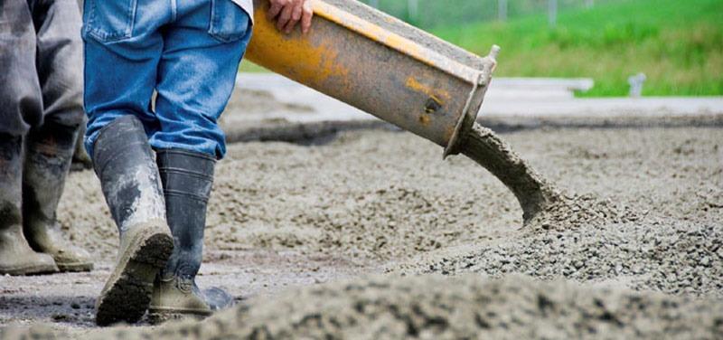 Etape turnare beton in curte