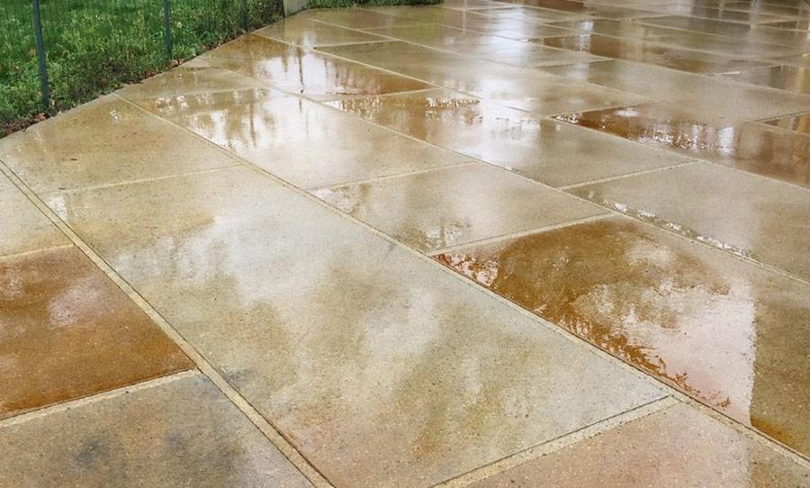suprafata existenta din beton colorata cu acid mineral
