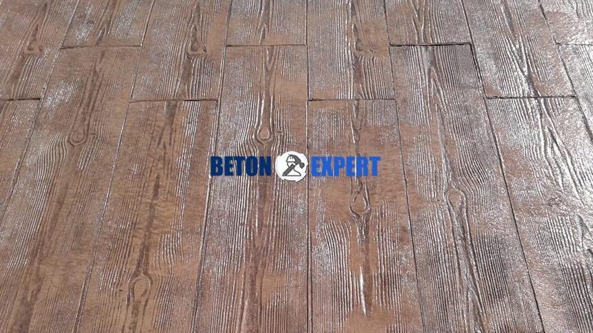 beton imitatie lemn culoare maro
